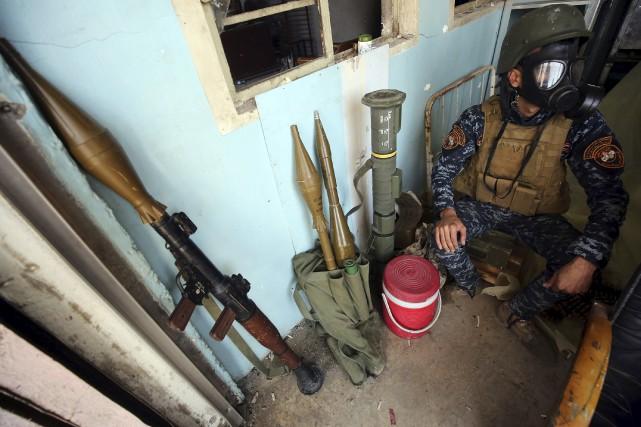 Un soldat de l'armée irakienne basé à Mossoul... (AFP, AHMAD AL-RUBAYE)