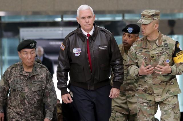Le vice-président américain Mike Pence lors de son... (AP, Lee Jin-man)