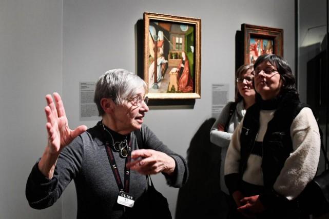 Marie-Josée Daoust explique aux visiteurs malvoyants ou aveugles... (Photo Bernard Brault, La Presse)