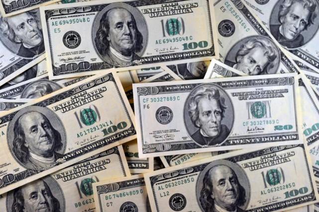 Le dollar américain s'est déprécié de 2% au... (PHOTOKAREN BLEIER, Archives Agence France-Presse)