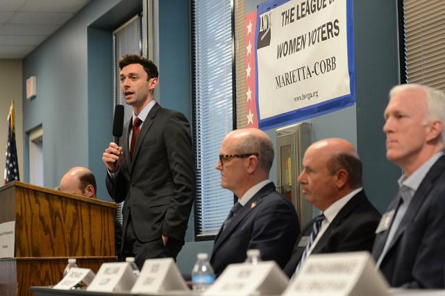 Le démocrate Jon Ossoff (à gauche)recueille environ 40%... (Photo Bita Honarvar, archives REUTERS)