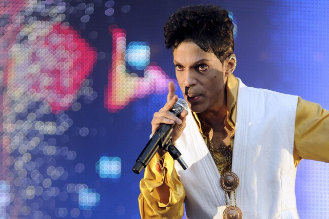 Prince a été retrouvé mort chez lui le... (Photo Archives AFP)