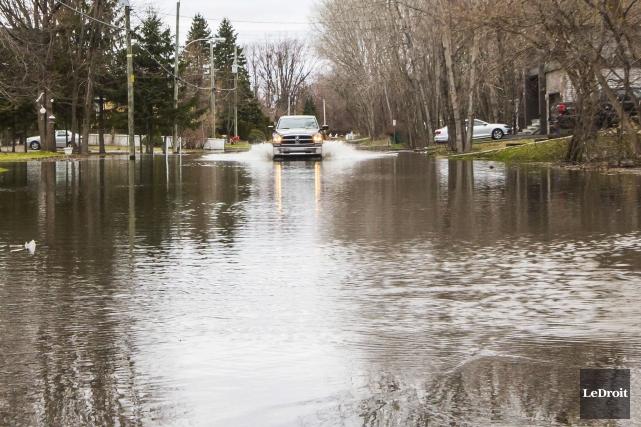 Des parcs et des chemins ont été inondés... (Simon Séguin-Bertrand, Le Droit)