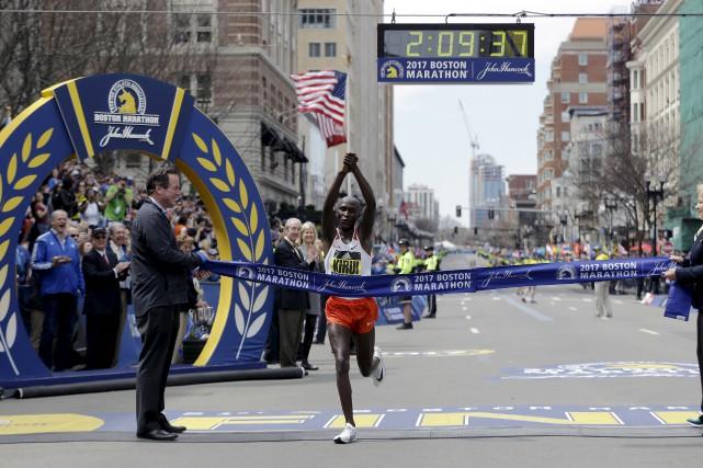 Le Kenyan Geoffrey Kirui a remporté la 121e... (AP)