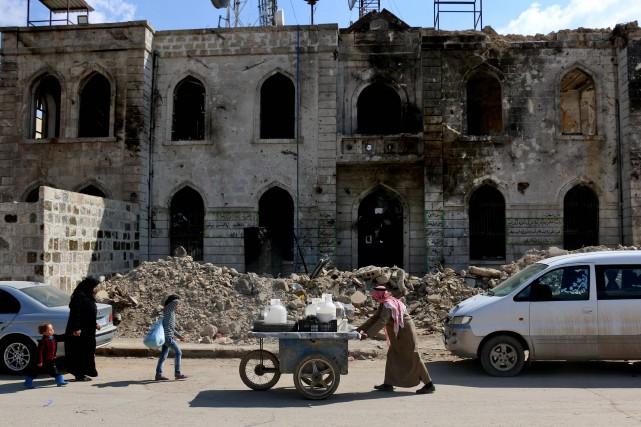 Un bâtiment endommagé dans la ville de Boukamal,... (Photo archives AFP)