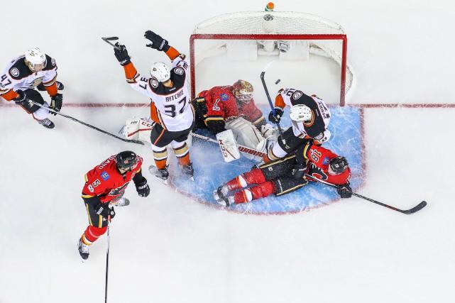 Nick Ritchie (37) a marqué pour les Ducks... (Photo Sergei Belski, USA Today Sports)