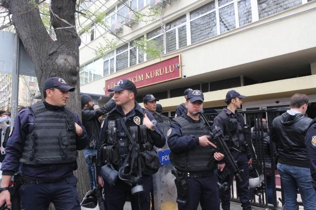 L'état d'urgence a déjà été reconduit deux fois,... (AFP)