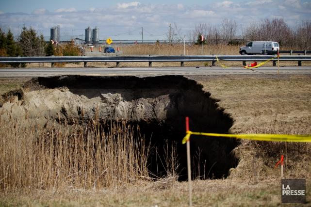 Un énorme trou s'est formé le 7 avril... (Photo Ninon Pednault, La Presse)