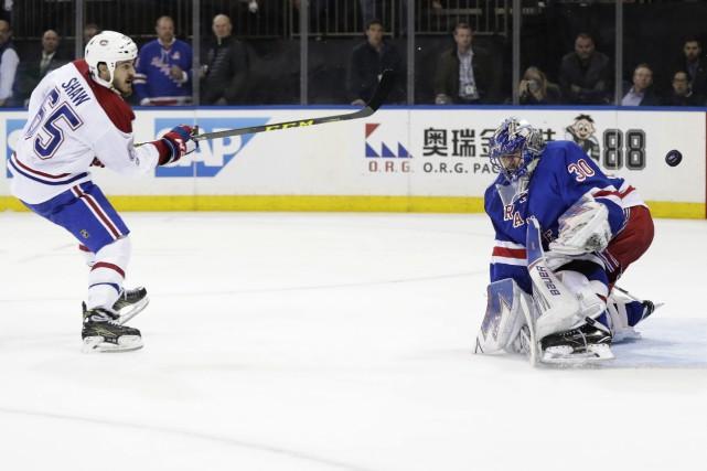 Henrik Lundqvist bloque une échappé Andrew Shaw en... (Photo Frank Franklin II, AP)