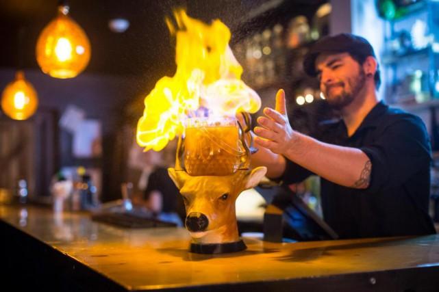 Le Maraudeur, un cocktail à partager flambé, servi... (PHOTO OLIVIER JEAN, LA PRESSE)