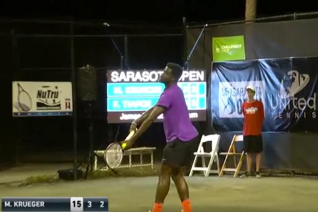 Un match de tennis professionnel a été interrompu par les ébats d'un couple en... (Capture d'écran tirée de YouTube)