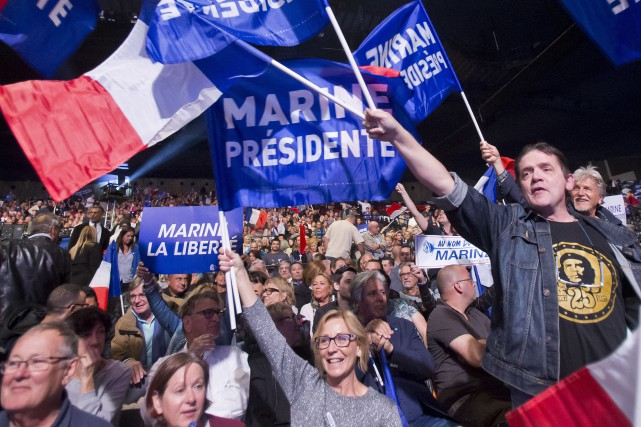 Des partisants du FN ont acclamé Marine Le... (PHOTO AP)