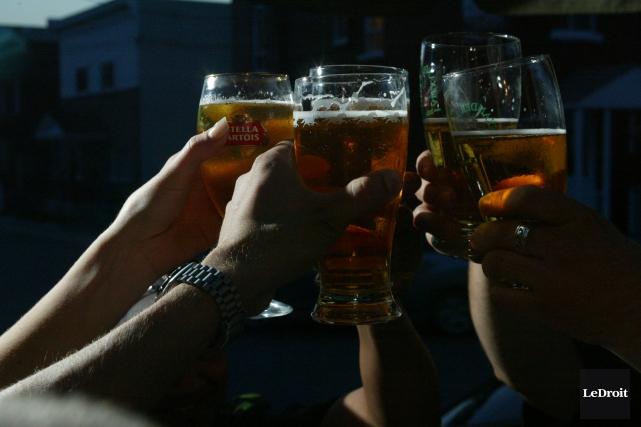 Le prix de la bière fait partie des... (Archives, Le Droit)
