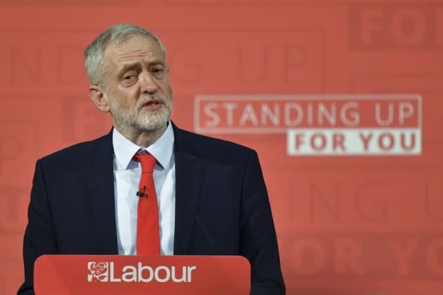 Le chef de l'opposition britannique, le travailliste Jeremy... (AFP, BEN STANSALL)
