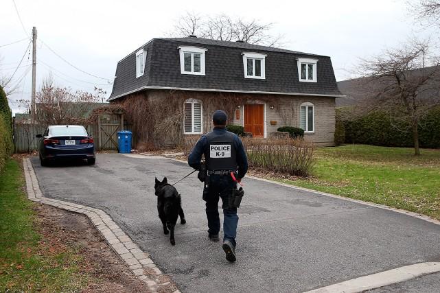 Sur cette photo, un policier intervient àBeloeil....