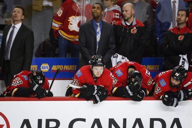 Les joueurs des Flames de Calgary avaient la... (Photo Jeff McIntosh, PC)