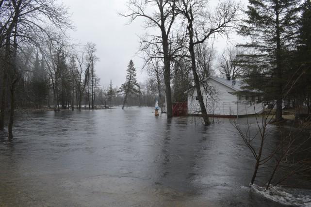 La rivière Petite-Nation, qui traverse le village de... (Courtoisie)