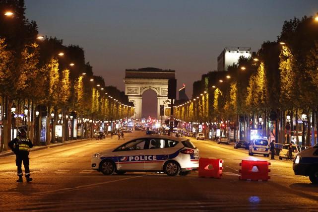 À trois jours du premier tour de l'élection présidentielle, la France est à... (Photo Christian Hartmann, REUTERS)