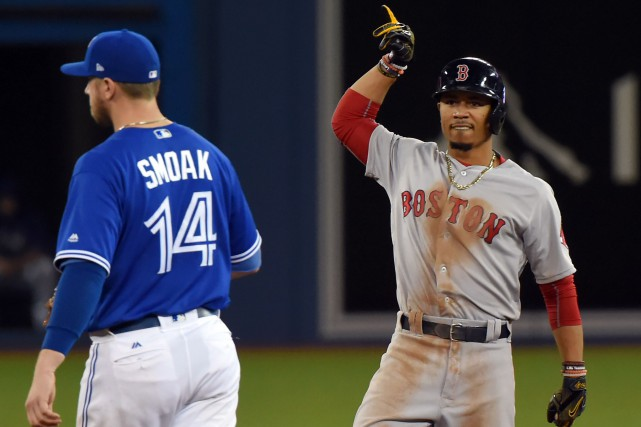 Mookie Betts (à droite), des Red Sox de Boston,... (Photo Dan Hamilton, USA Today Sports)