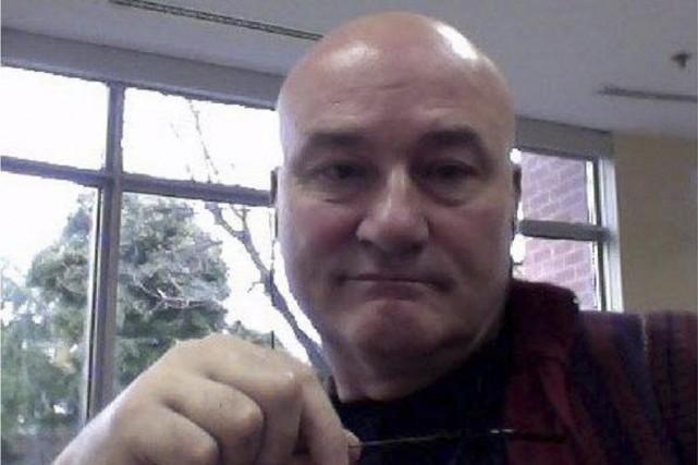 Ian Bush subit son procès pour triple meurtre... (Twitter)