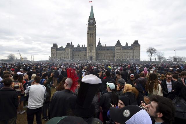 La colline parlementaire a été prise d'assaut par... (La Presse canadienne)