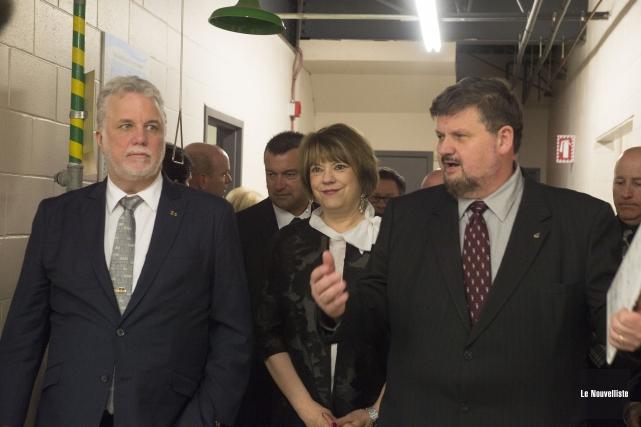 De gauche à droite: le premier ministre Philippe... (Stéphane Lessard, Le Nouvelliste)