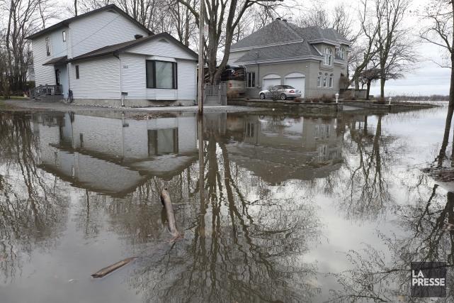 La rivière des Prairies présente des niveaux d'eau... (La presse, PATRICK SANFAÇON)