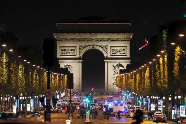 L'artère des Champs-Élysés, très prisée des touristes, en... (AFP, Thomas Samson)