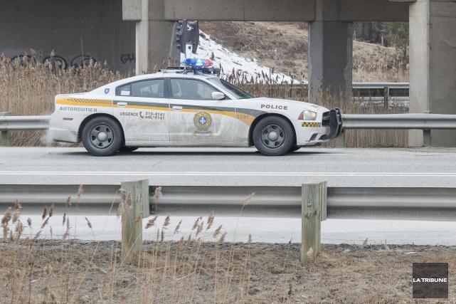 Une embardée à la sortie141 de l'autoroute10 a causé un ralentissement de la... (Archives La Tribune, Frédéric Côté)
