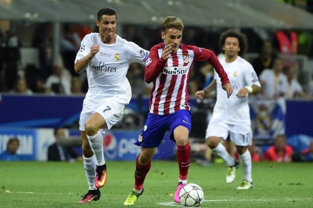 Cristiano Ronaldo, du Real Madrid, et Antoine Griezmann,... (Photo Olivier Morin, ARCHIVES AFP)