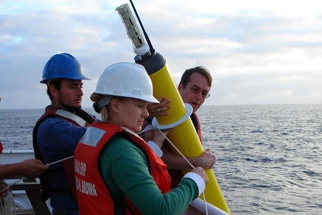 Sur cette photo fournie par l'Agence océanique et... (PHOTO FOURNIE PAR l'Agence océanique et atmosphérique)