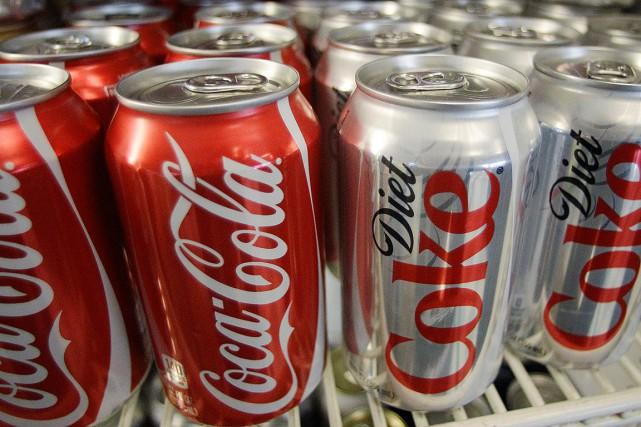 Les consommateurs réguliers de boissons gazeuses diètes sont... (PHOTO ARCHIVES AP)