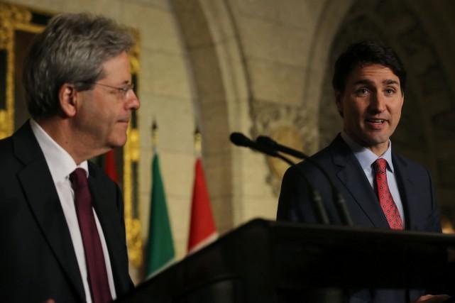 JustinTrudeau (à droite) a participé à une conférence... (Photo Lars Hagberg, AFP)