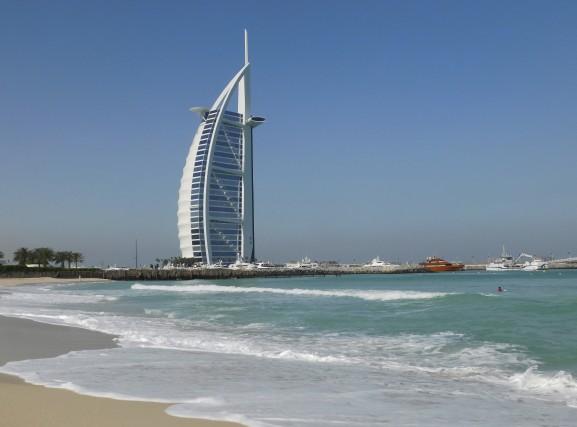 La silhouette de l'hôtel Burj-Al-Arab qui rappelle une... (Gilles Fisette)