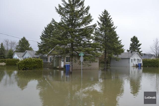 Le niveau de la rivière Petite-Nation inquiète de... (Benoit Sabourin, Le Droit)