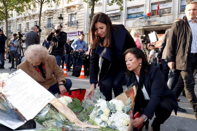 La mairesse de Paris, Anne Hidalgo (au centre)... (AFP, François Guillot)