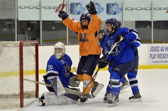 Les Cougars du Collège Champlain ont déployé tous... (Spectre Média, Marie-Lou Béland)