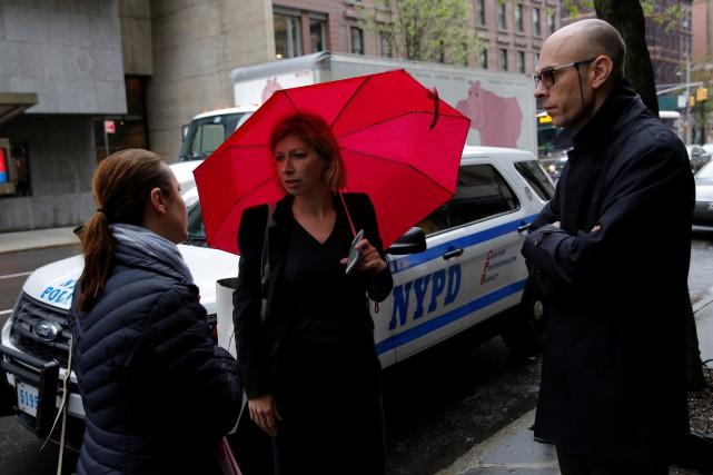 La consule générale Anne-Claire Legendre et le consul... (Photo Andrew Kelly, REUTERS)