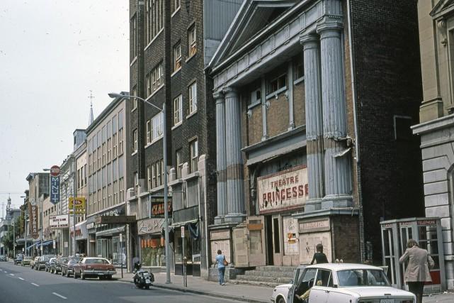 La rue Saint-Joseph en 1975... (Photo Archives de la Ville de Québec, N400059)