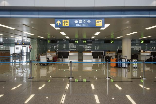 Les bureaux d'enregistrement à l'aéroport de Pyongyang... (Photo Ed Jones, archives Agence France-Presse)