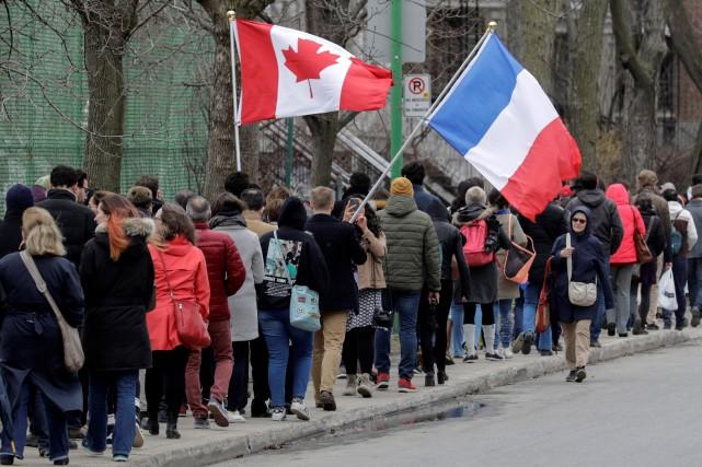 La veille, samedi, les Montréalais d'origine française étaient... (PHOTO DARIO AYALA, REUTERS)