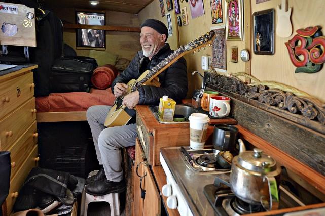 Le musicien canadien d'adoption Harry Manx qui marie... (Le Soleil, Patrice Laroche)