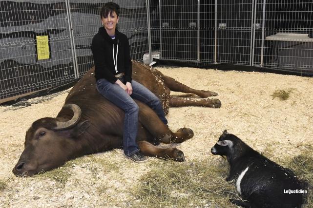 Rosalie Bilodeau pose ici avec ses animaux, Matt... (Photo Le Quotidien, Michel Tremblay)
