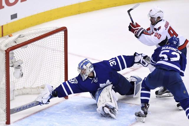 Marcus Johansson des Capitals a marqué le but... (La Presse canadienne, Frank Gunn)
