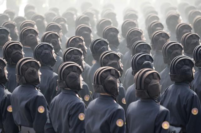 Des soldats nord-coréens lors d'un parade militaire à... (AP)