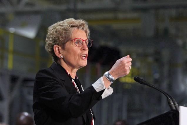 La première ministre de l'Ontario, Kathleen Wynne,veutévaluer si... (Photo Dave Chidley, La Presse canadienne)