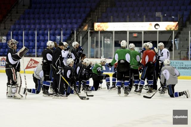 Les joueurs des Sea Dogs de Saint-Jean ont... (Photo Le Quotidien, Jeannot Lévesque)
