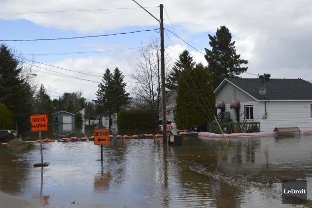 Onze résidences de Saint-André-Avellin sont toujours évacuées.... (Martin Roy, Le Droit)