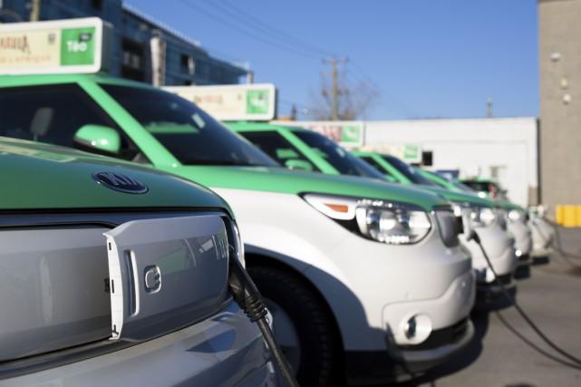 En pleine crise du taxi-contre-Uber, le gouvernement Couillard... (Photothèque Le Soleil)