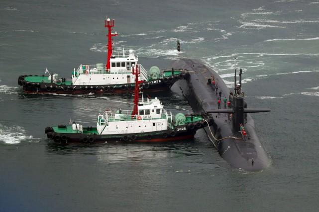 Le sous-marin nucléaireUSS Michigana mouillé dans le port... (AFP)